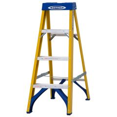 Werner Fibreglass Trade Stepladder - 4 tread